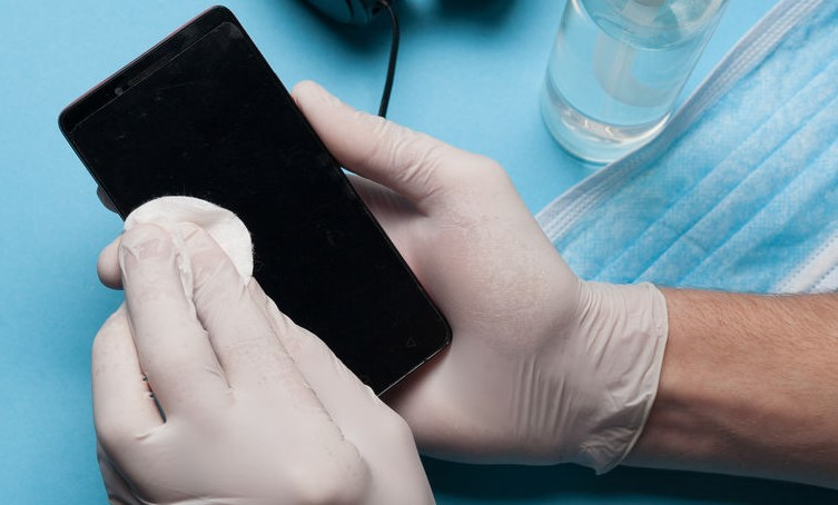 Cleaning mobile phone